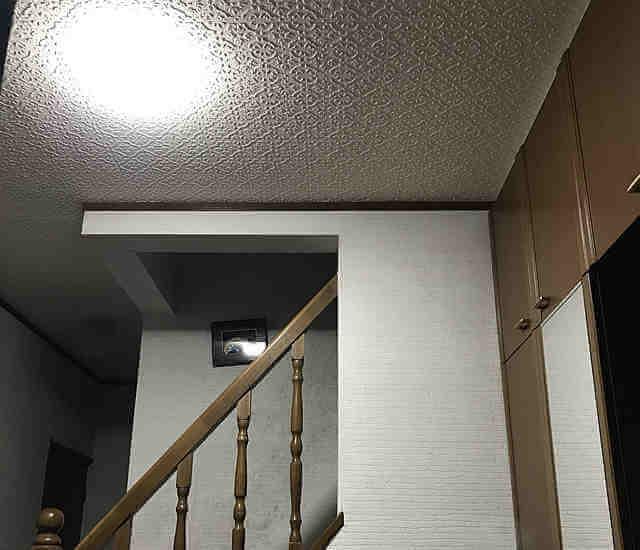 玄関に人感センサーライトを設置